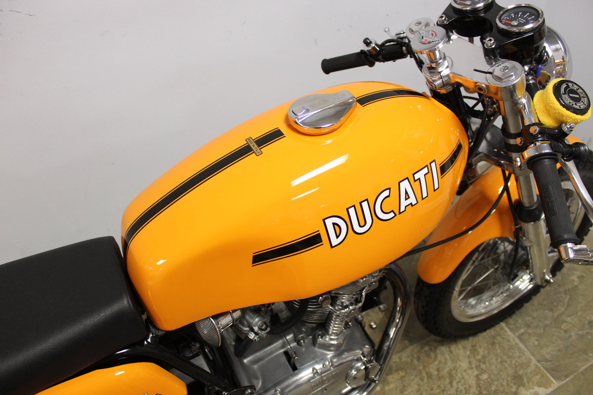 1975 Ducati 250 cc Desmo Single Cylinder Italian Lightweight SOLD (picture 3 of 6)