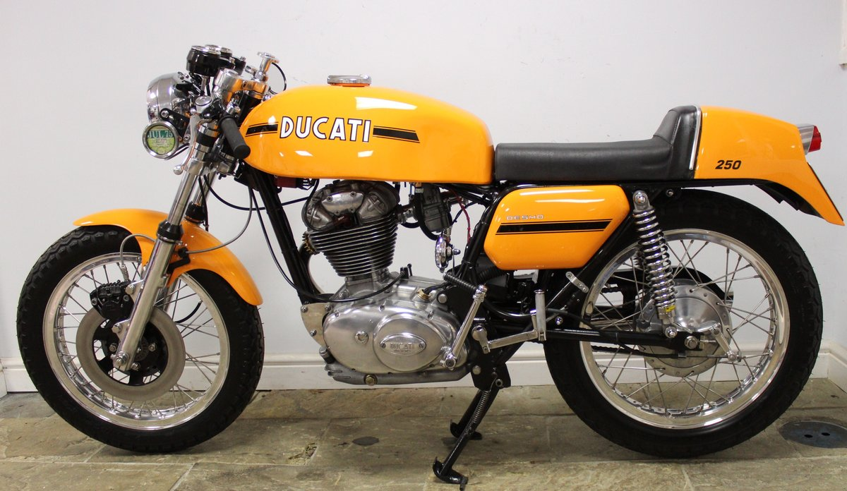 1975 Ducati 250 cc Desmo Single Cylinder Italian Lightweight SOLD (picture 5 of 6)
