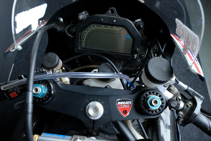 2001 Ducati 996 RS factory race bike ex BSB Emmett For Sale (picture 4 of 6)