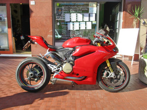 DUCATI PANIGALE 1299 S (2015) JUST 9000 KM!