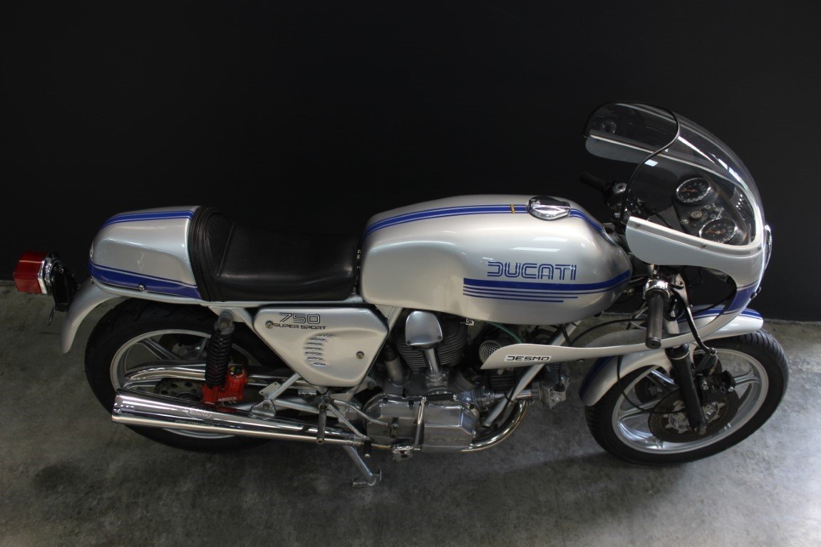 1977 DUCATI 750 SUPER SPORT SQUARE CASE 750cc Motorcycle For Sale by Auction (picture 3 of 4)