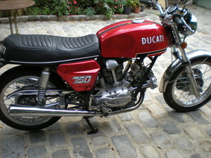 1972 Ducati 750GT round Case For Sale