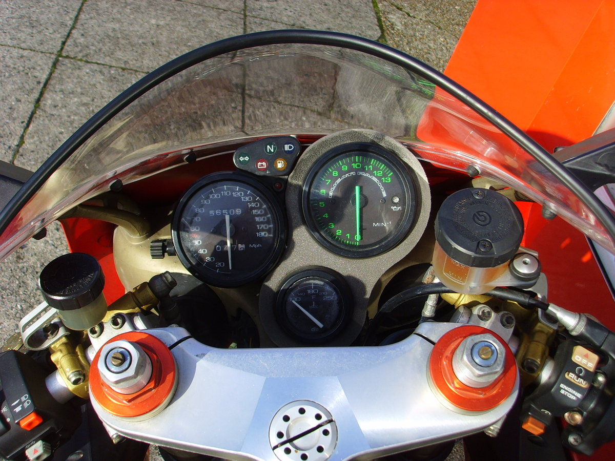 1997 Ducati 916 Biposto 2 previous owners Iconic Classic For Sale (picture 4 of 6)