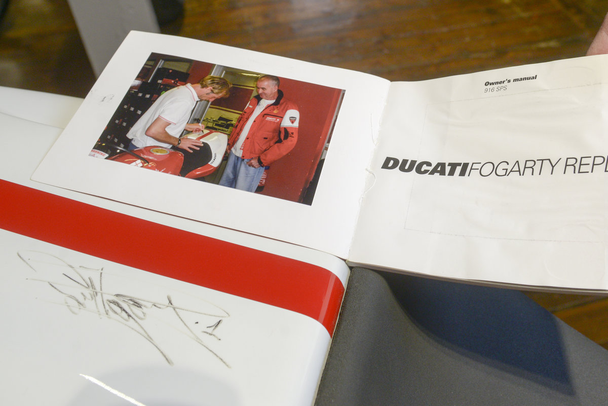 1999 Ducati 916SPS Foggy Rep #177 Signed by Carl Fogarty For Sale (picture 4 of 6)