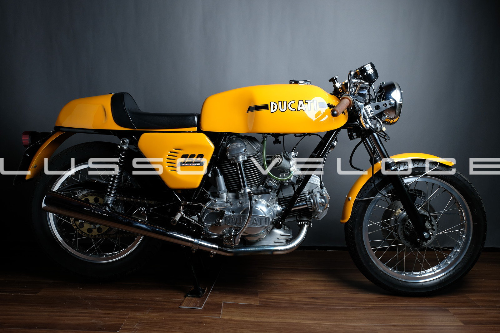 Stunning Ducati Sport roundcase 750 1973 For Sale (picture 1 of 6)