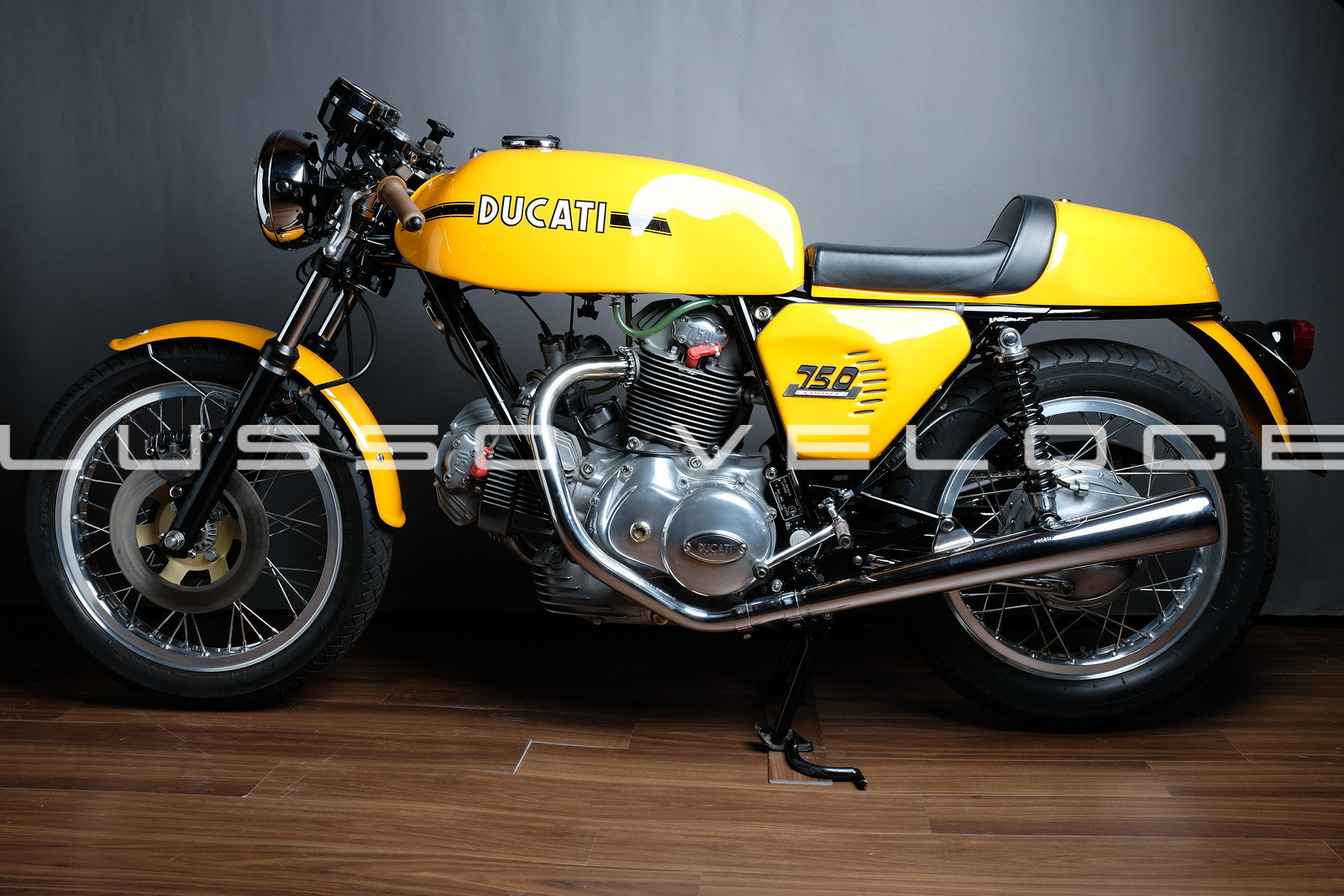 Stunning Ducati Sport roundcase 750 1973 For Sale (picture 3 of 6)