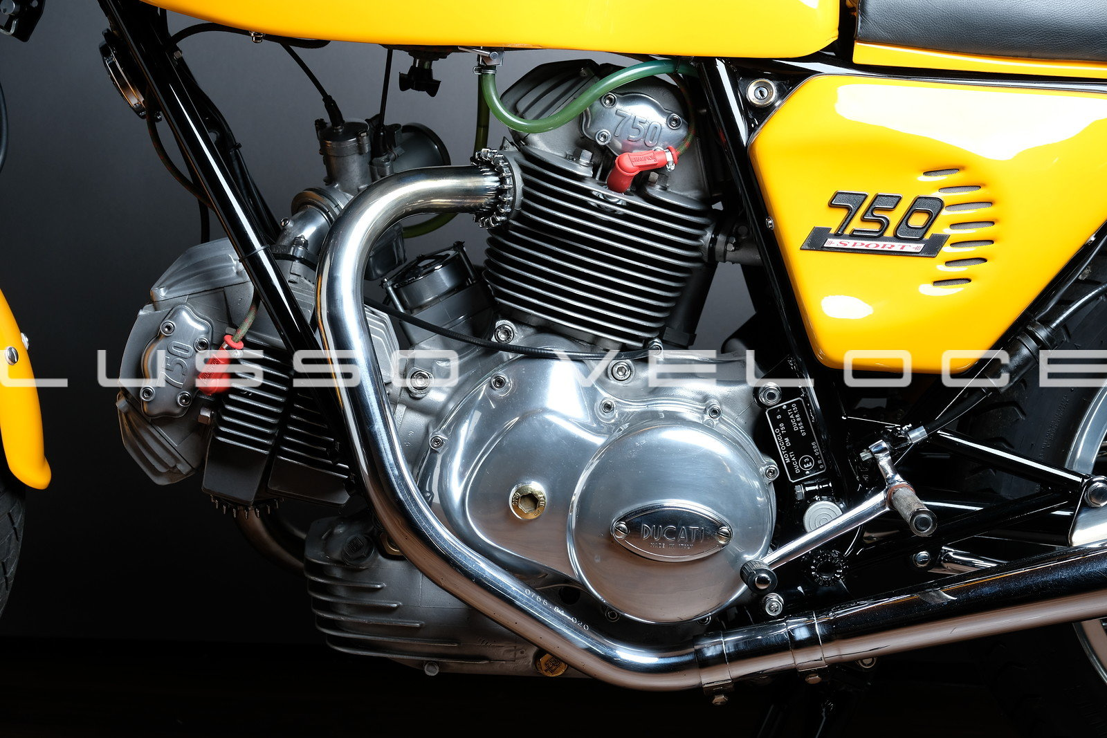 Stunning Ducati Sport roundcase 750 1973 For Sale (picture 4 of 6)
