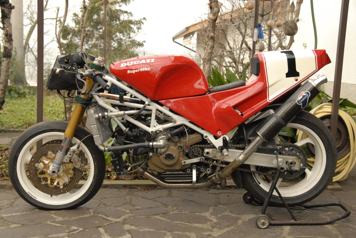 1992 Ducati 888 factory race bike For Sale (picture 1 of 2)