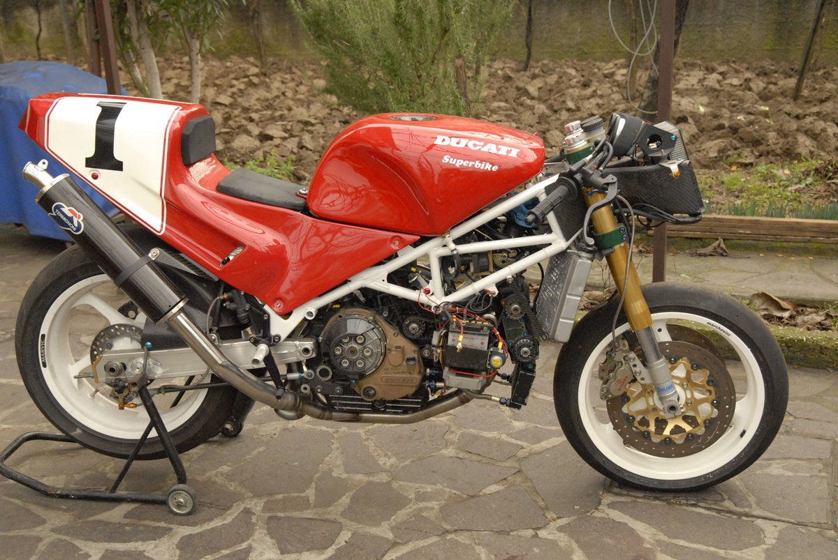 1992 Ducati 888 factory race bike For Sale (picture 2 of 2)