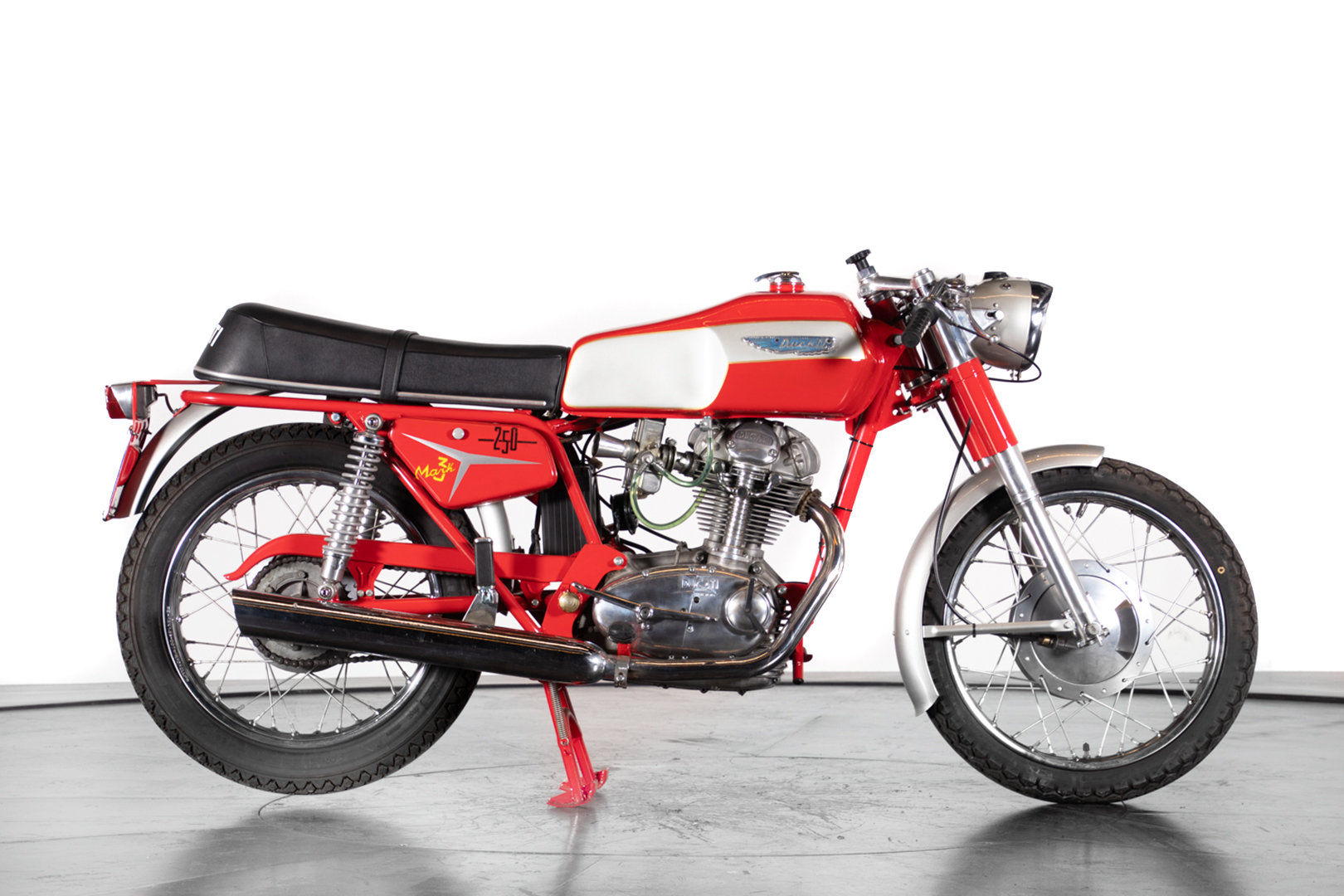 DUCATI - 250 - 1969 For Sale (picture 2 of 6)