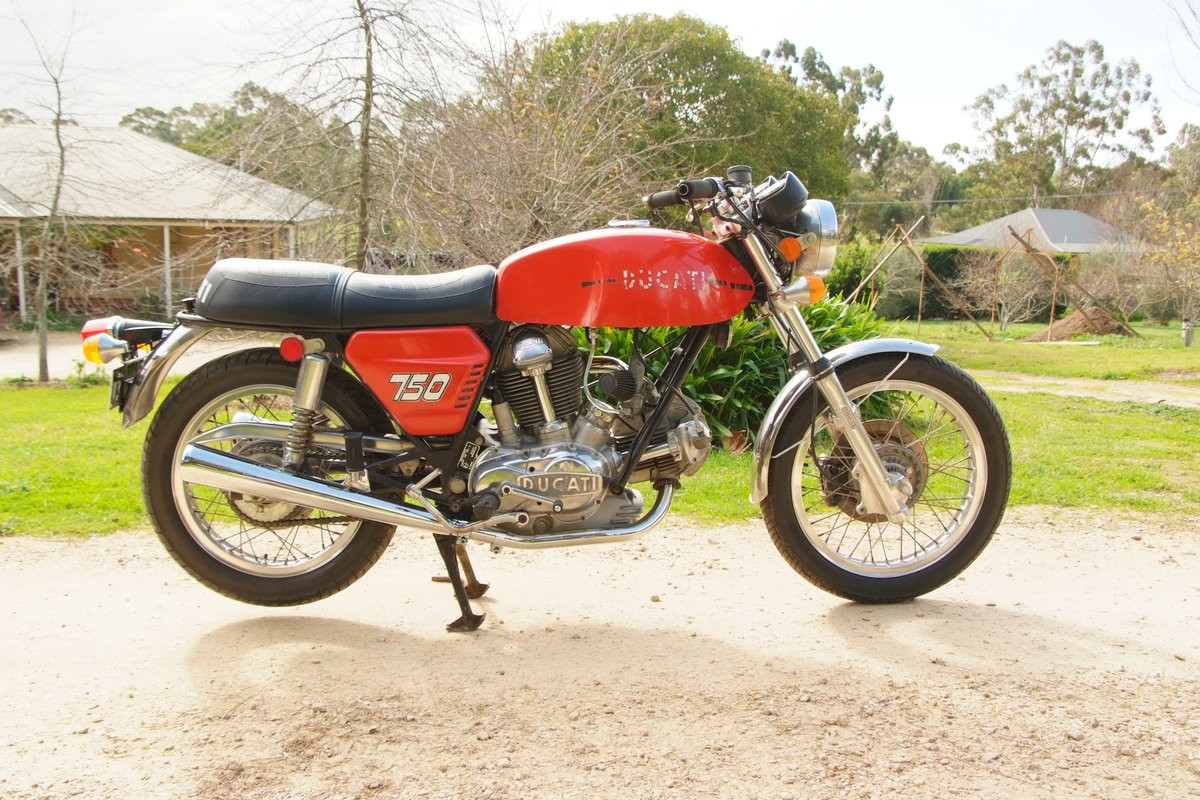 1972 Ducati 750GT  First production series. For Sale (picture 2 of 6)
