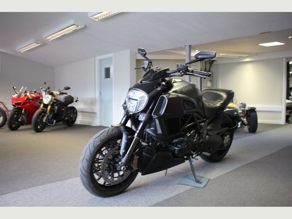 2015 Ducati Diavel 1200 ABS Sports/Tourer 1198cc AS NEW CONDITION For Sale (picture 1 of 1)