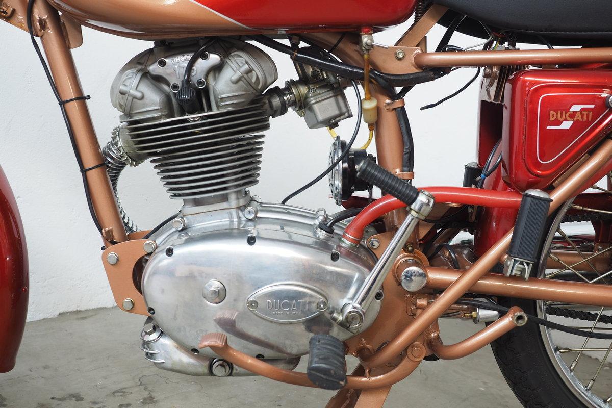 1960 Ducati 175 Elite SOLD (picture 3 of 6)