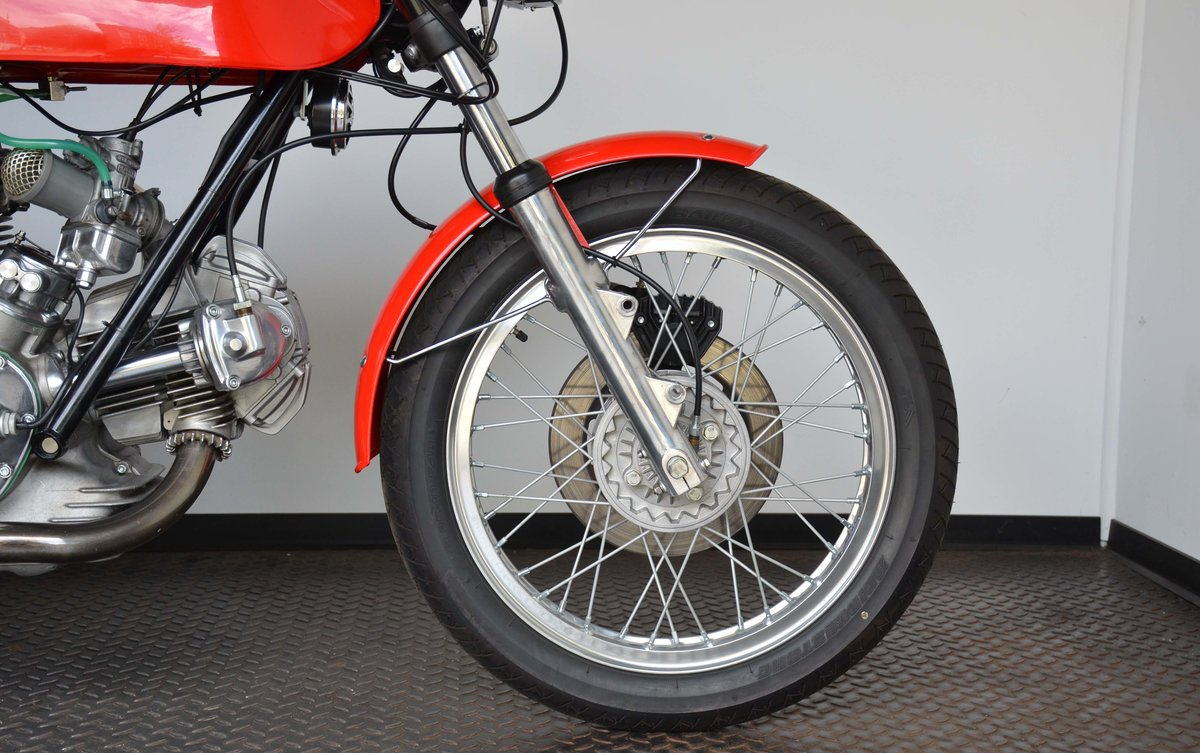 1974 DUCATI • 750 GT For Sale (picture 3 of 10)