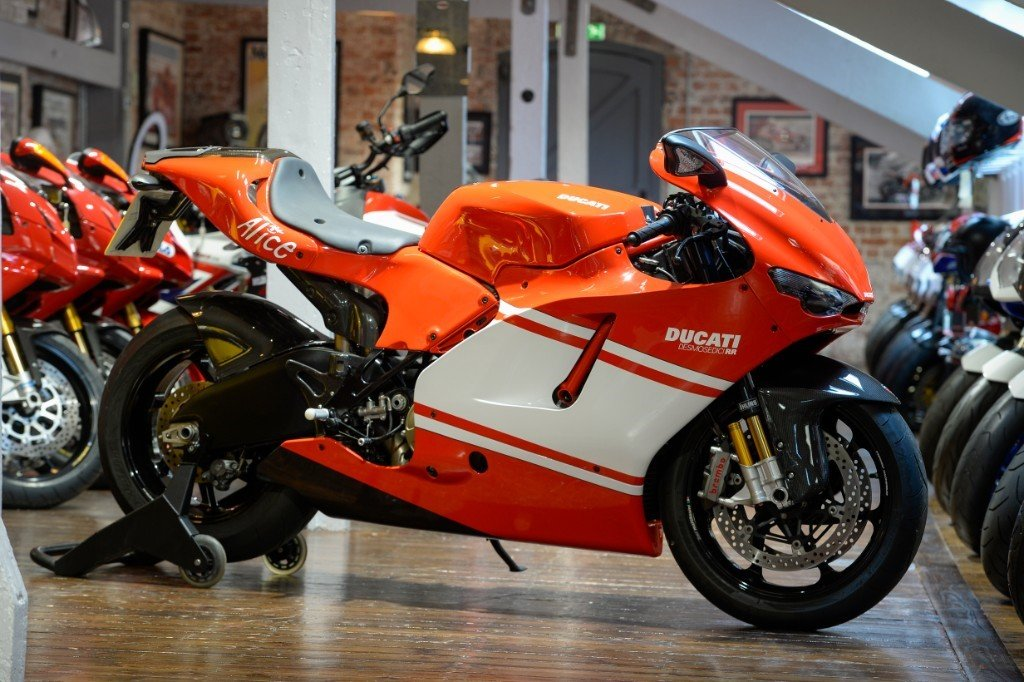 2008 Ducati Desmosedici Team version, only 1400 miles  For Sale (picture 1 of 6)