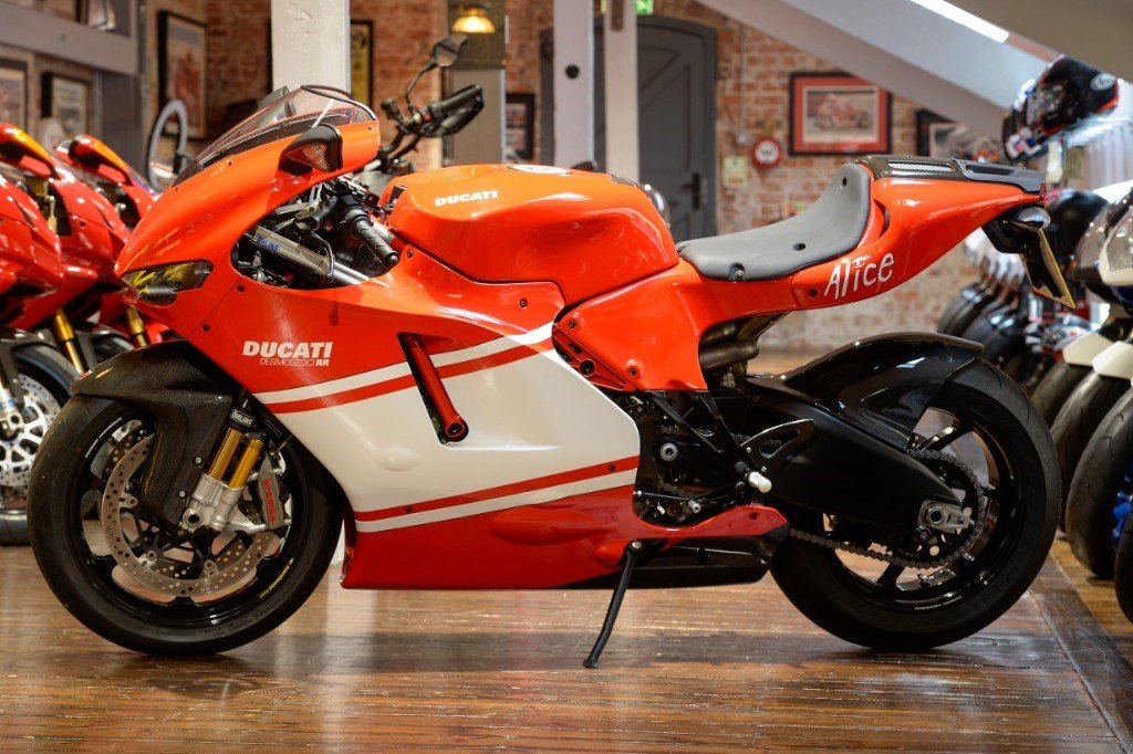 2008 Ducati Desmosedici Team version, only 1400 miles  For Sale (picture 2 of 6)