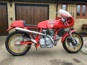 Full restoration of a Ducati bevel 900 Desmo