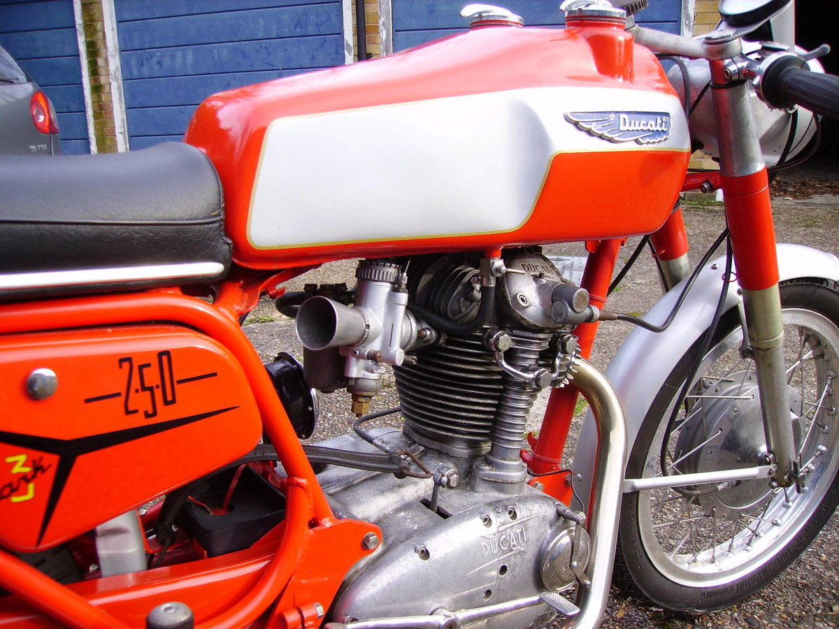 1968 Ducati 250 Mark 3 Twin Filler  For Sale (picture 3 of 6)