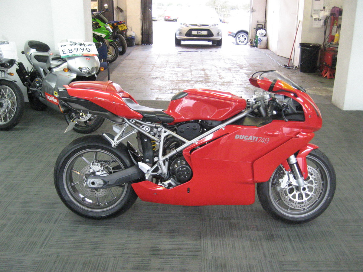 2004 04-reg Ducati 749 Bip finished in Ducati red For Sale (picture 1 of 12)