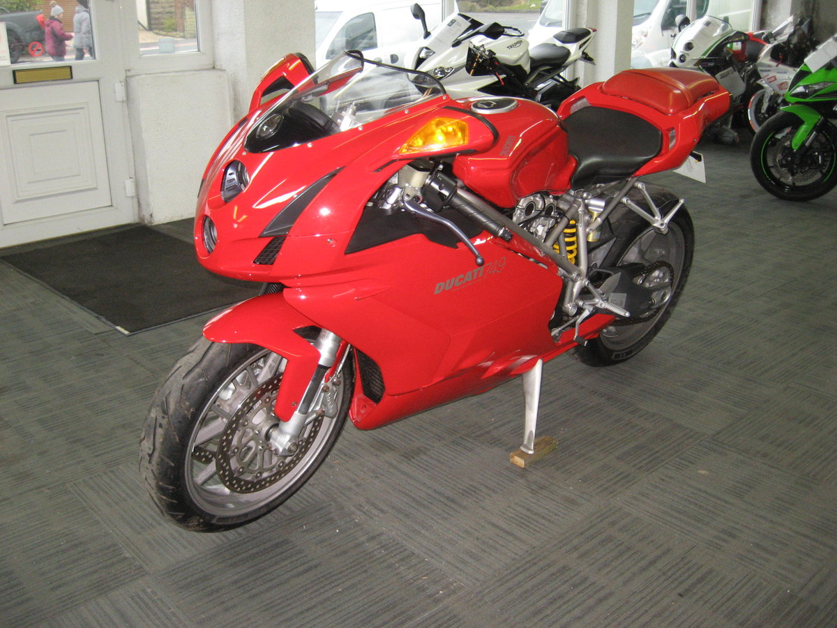2004 04-reg Ducati 749 Bip finished in Ducati red For Sale (picture 3 of 12)