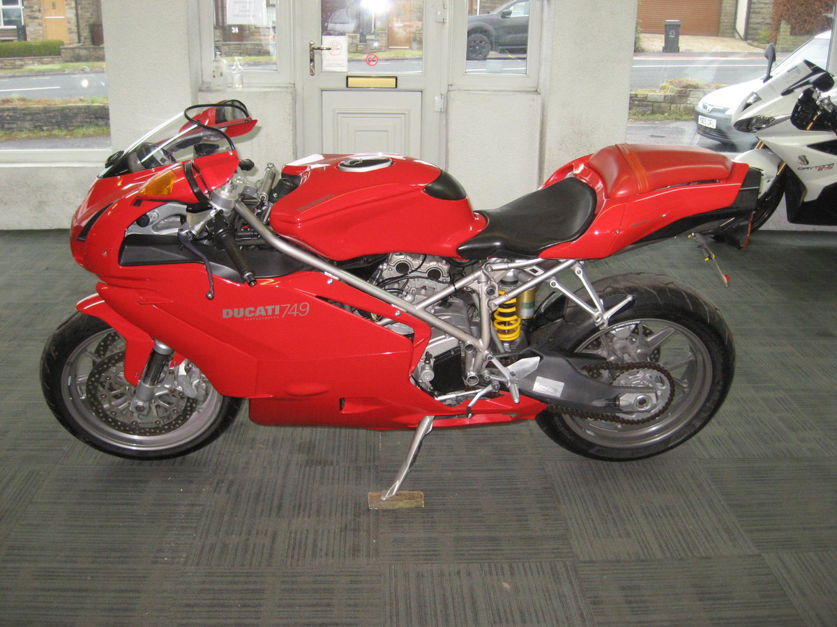 2004 04-reg Ducati 749 Bip finished in Ducati red For Sale (picture 4 of 12)
