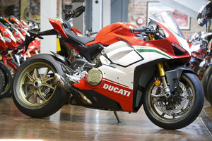 Picture of 2019 Ducati V4 Speciale 1 mile with Akro Exhaust and Mag Wheels For Sale