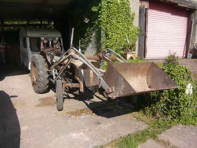 1954 Ferguson TEF DIESEL front loader and rear pallet f For Sale (picture 2 of 3)