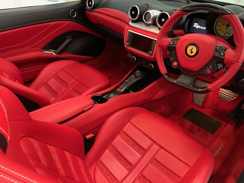 2015 Just Serviced, FFSH Ferrari Service Plan until 2022 For Sale (picture 3 of 6)