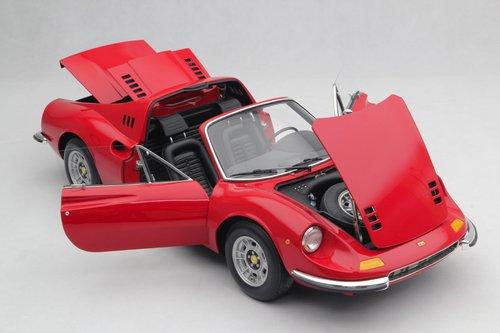 1972 SCALE MODEL 1:8 - FERRARI DINO 246 GTS For Sale (picture 4 of 6)