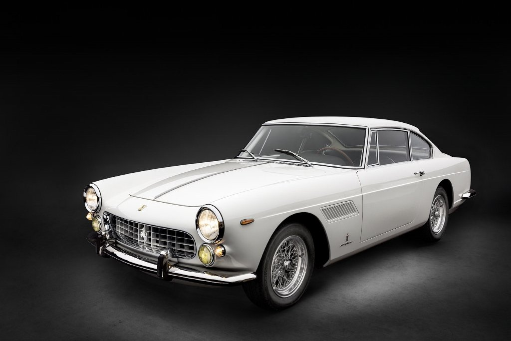 Perfectly restored Ferrari 250 GTE Series III from 1963 For Sale (picture 1 of 6)