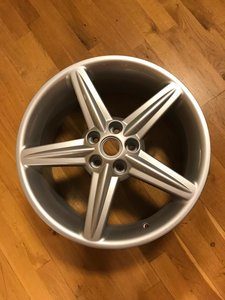Original Ferrari 575 Maranello wheel