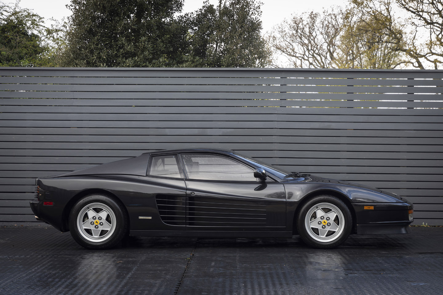 1990 Ferrari Testarossa LHD ONLY 2100 MILES SOLD (picture 3 of 6)