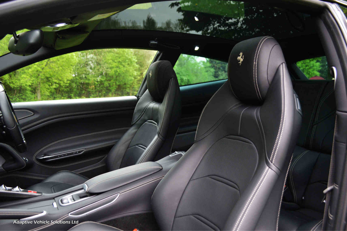 2018 Ferrari GTC4Lusso V12 - Pan Glass Sunroof - Pass Display For Sale (picture 4 of 6)