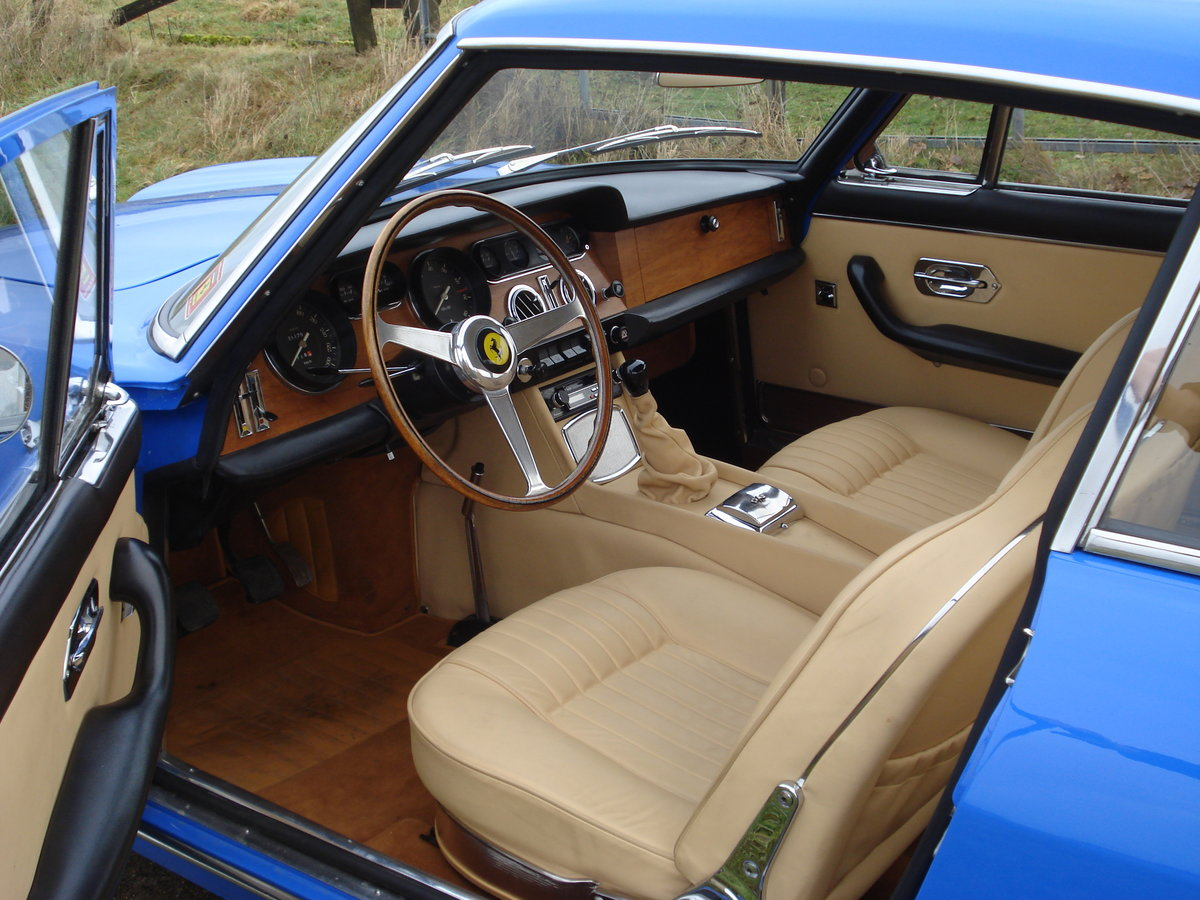 1965 a smart coupé in exceptional colourway For Sale (picture 3 of 6)