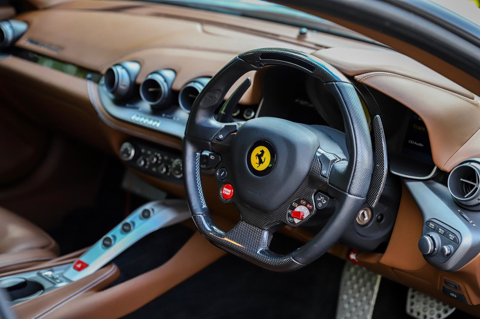 2013 STRIKING F12 JUST 2 OWNERS FERRARI 7 YEAR FULL SERVICE PLAN For Sale (picture 4 of 6)