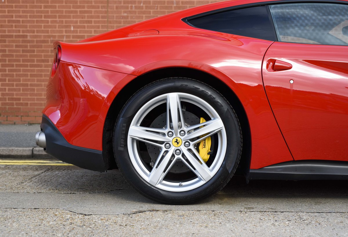 2014 Ferrari F12 Berlinetta For Sale In London  ( RHD  For Sale (picture 9 of 24)