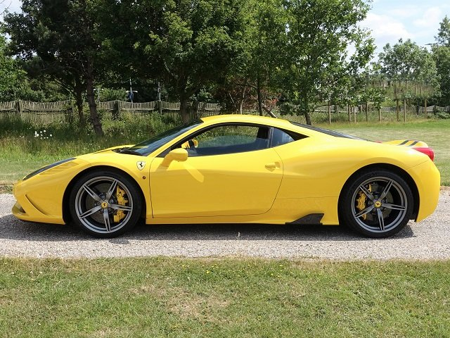 2014 Ferrari 458 Speciale - Yellow/Gry Stripes - 2,607 mls  For Sale (picture 3 of 6)