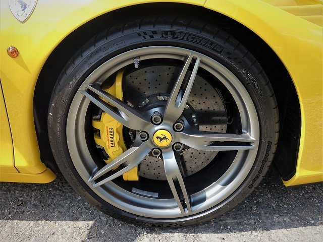 2014 Ferrari 458 Speciale - Yellow/Gry Stripes - 2,607 mls  For Sale (picture 6 of 6)