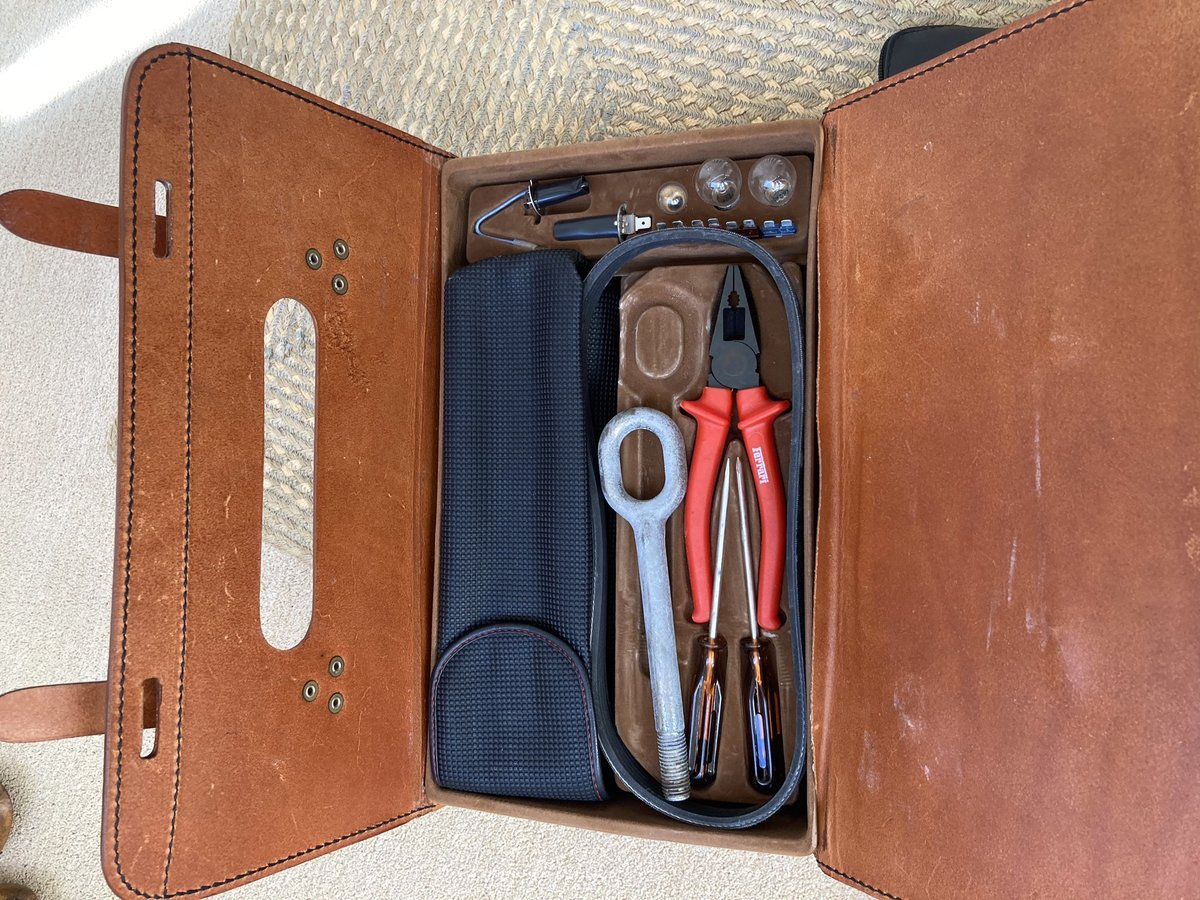 1992 Ferrari 348 ts leather tool kit and manuals For Sale (picture 2 of 3)