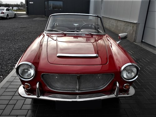 1962 Fiat 1200 Cabriolet Pininfarina Red Completely Restored SOLD (picture 3 of 6)