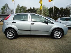 0909 ONE OWNER FIAT PUNTO FIVE DOOR / LOW MILEAGE / AIR CON SOLD