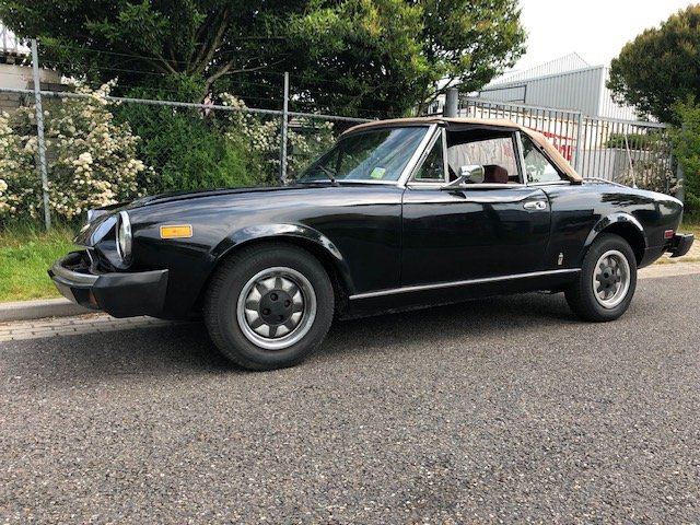 1981 Fiat 124 Spider Pininfarina 2000 For Sale (picture 1 of 6)