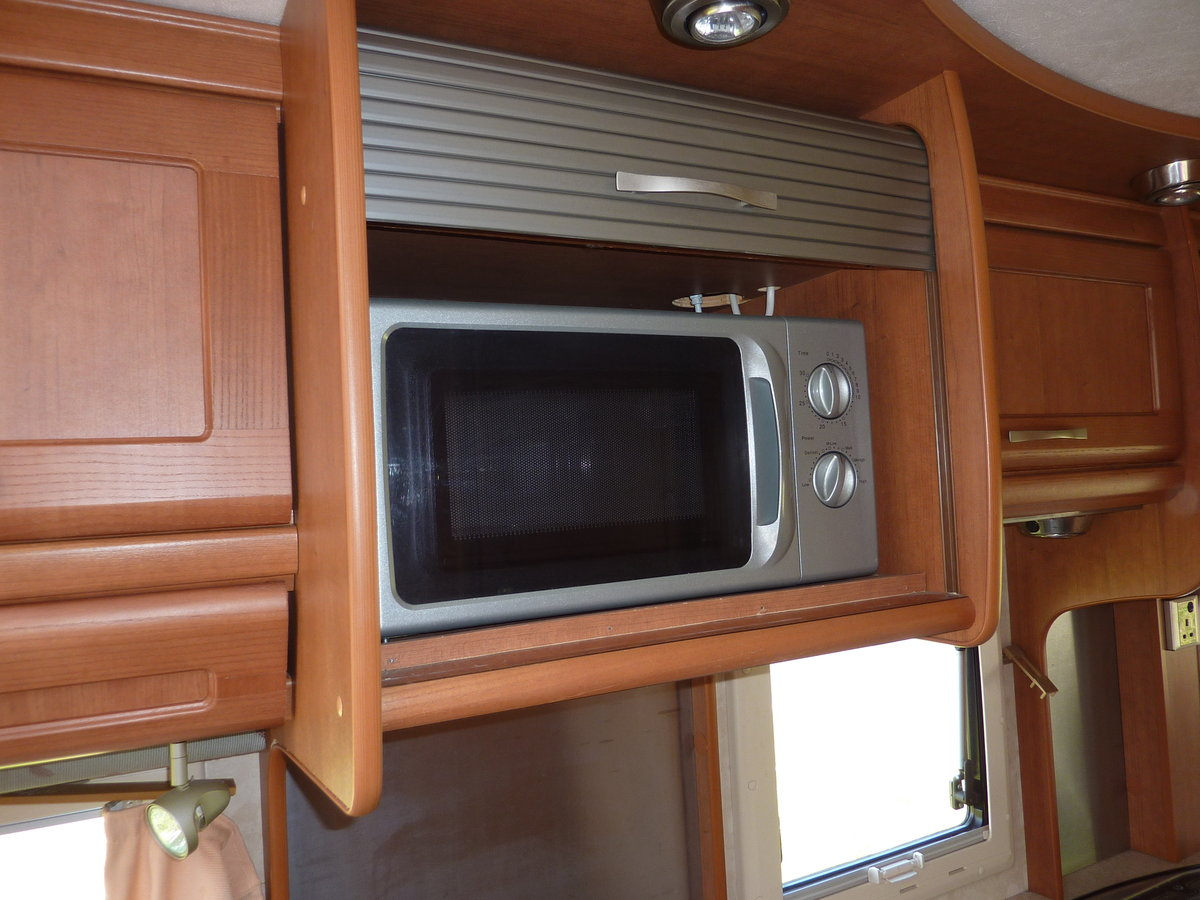 2002 Bessacarr E725 Motorhome SOLD (picture 6 of 6)
