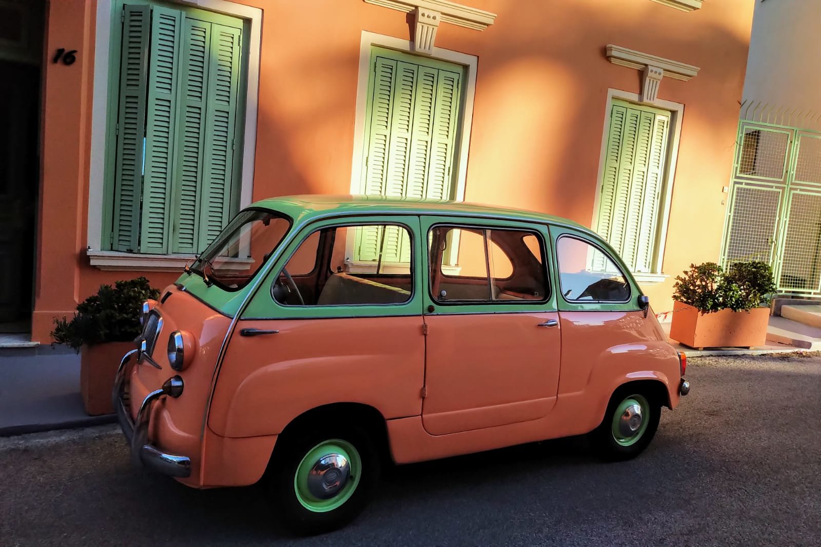 1961 Restored Fiat 600D Multipla For Sale (picture 3 of 6)