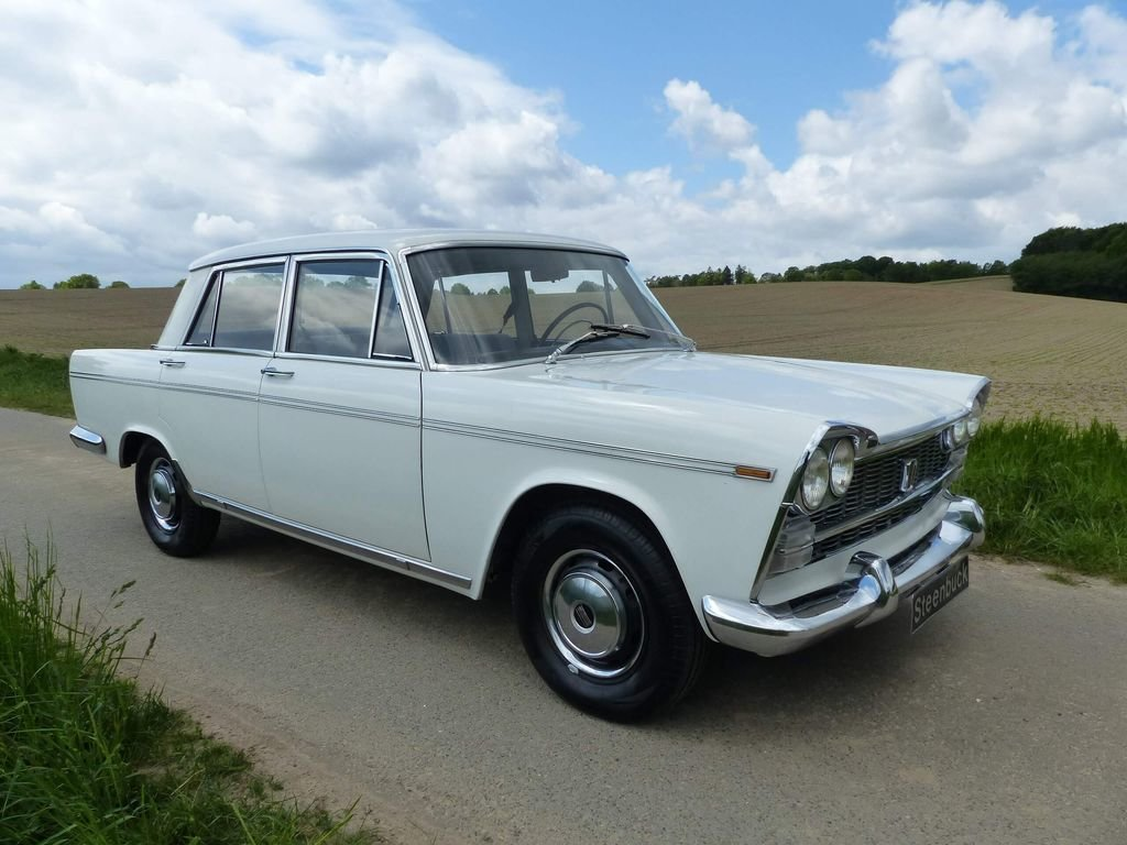 1962 Fiat 2300 - Rare Saloon in original shape For Sale (picture 2 of 6)