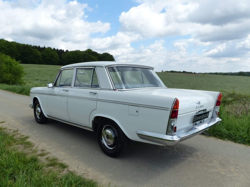 1962 Fiat 2300 - Rare Saloon in original shape For Sale (picture 3 of 6)