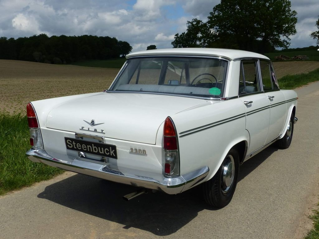 1962 Fiat 2300 - Rare Saloon in original shape For Sale (picture 4 of 6)