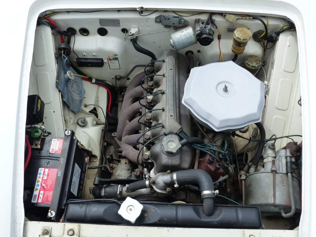 1962 Fiat 2300 - Rare Saloon in original shape For Sale (picture 5 of 6)