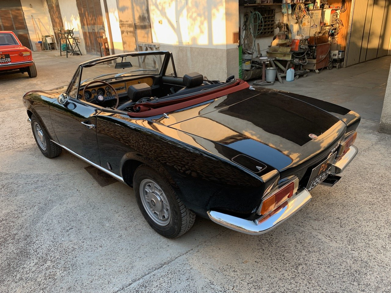 1971 Fiat 124 Sport Spider -  Restored & Stunning!  For Sale (picture 3 of 6)