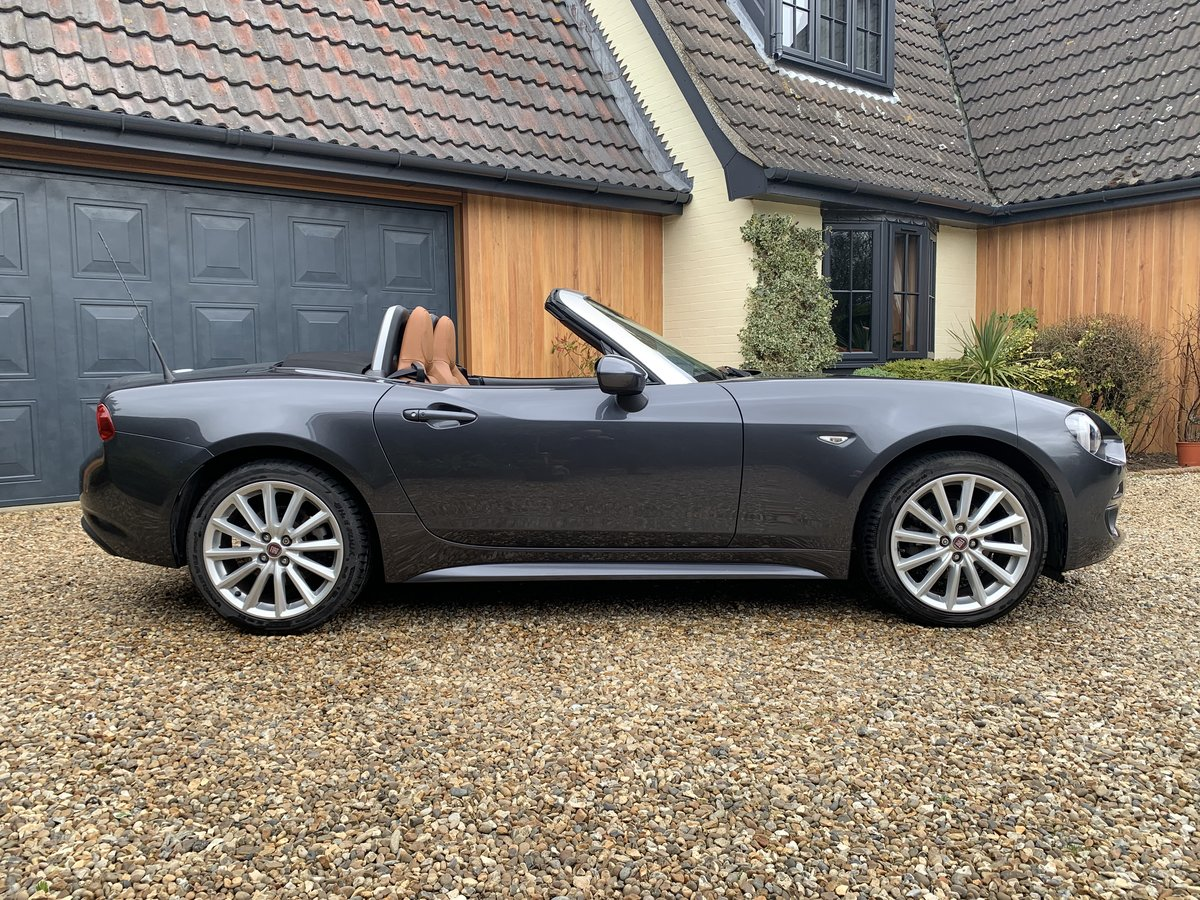 2016 Fiat 124 Spider Lusso Multiair Convertible-stunning fsh For Sale (picture 2 of 12)